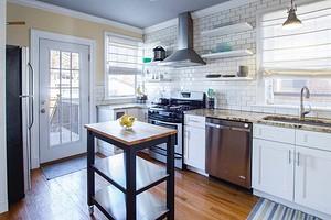 Никакого жира: 7 простых и быстрых способов почистить вытяжку на кухне