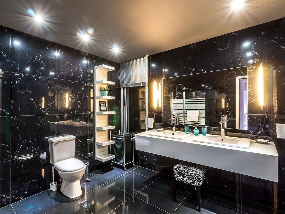 Крепим пластиковые панели на потолок в ванную комнату: пошаговая инструкция