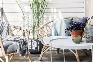 Организовываем зону отдыха на открытом балконе: 7 способов добавить уюта и красоты