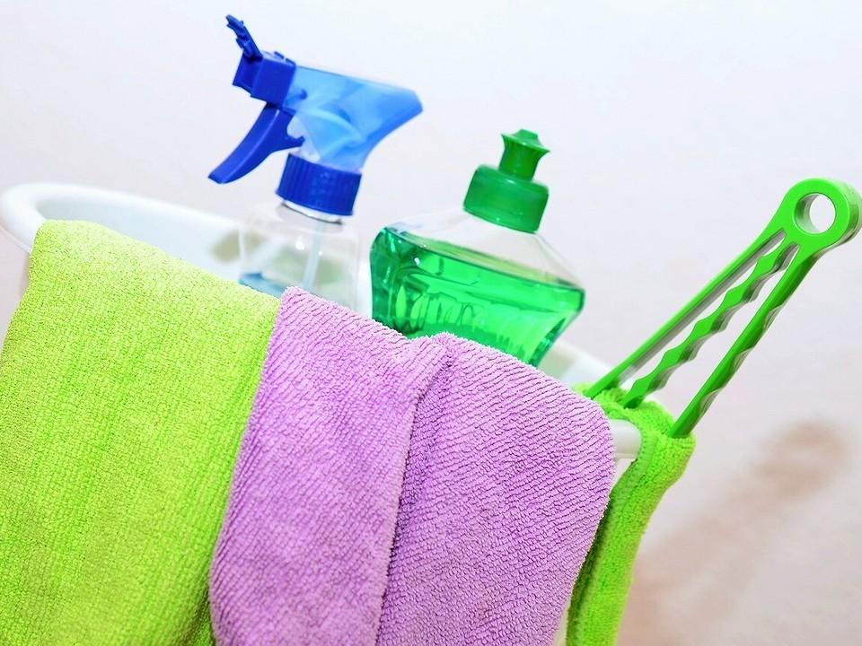 Как помыть окна снаружи на высоком этаже: проверенные способы и правила безопасности