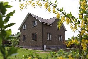 Фасадная плитка вместо сайдинга: ТЕХНОНИКОЛЬ обновила фасад дома участников программы «Стройплощадка»