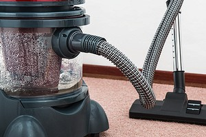Как очистить ковер в домашних условиях от пятен, шерсти и пыли