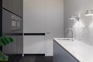 Белые двери в интерьере квартиры (45 фото)