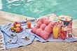 Оформляем место для пикника: у воды и на траве