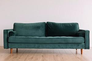 Как почистить обивку дивана в домашних условиях