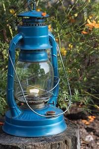 Выбираем переносной фонарь для дачного участка: 4 важных параметра