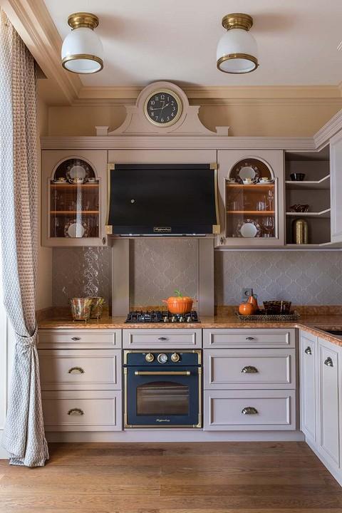 Планировка кухни строгая, цвет&...