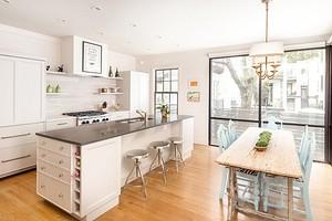 Интерьер кухни в бежево-коричневых тонах (50 фото)