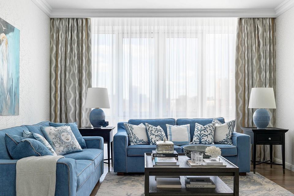 Квартира для большой семьи: современная классика в серо-голубой гамме
