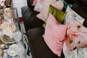 Гости в маленькой квартире — не проблема: 3 совета, которые помогут разместить их с комфортом