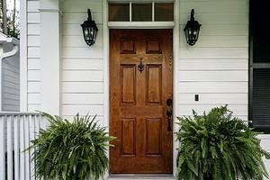 Как утеплить на зиму входную деревянную дверь в частном доме
