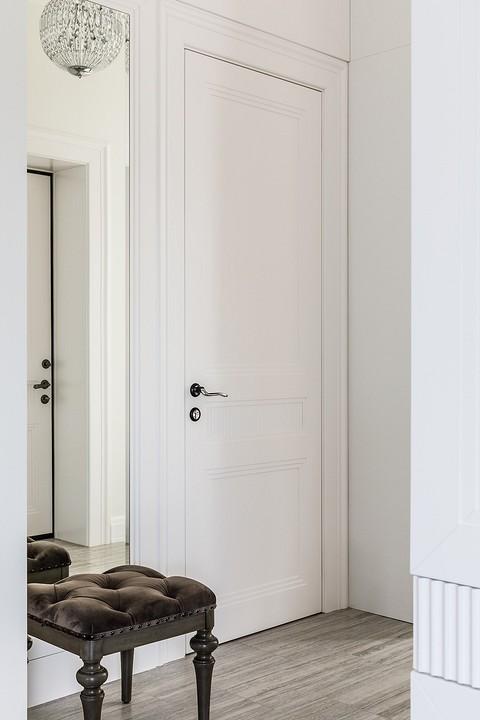 Шкаф, двери и зеркало выполнены...