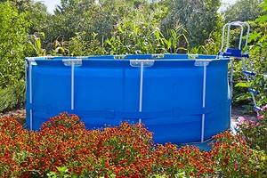 Готовимся к лету заранее: как правильно установить каркасный бассейн на даче