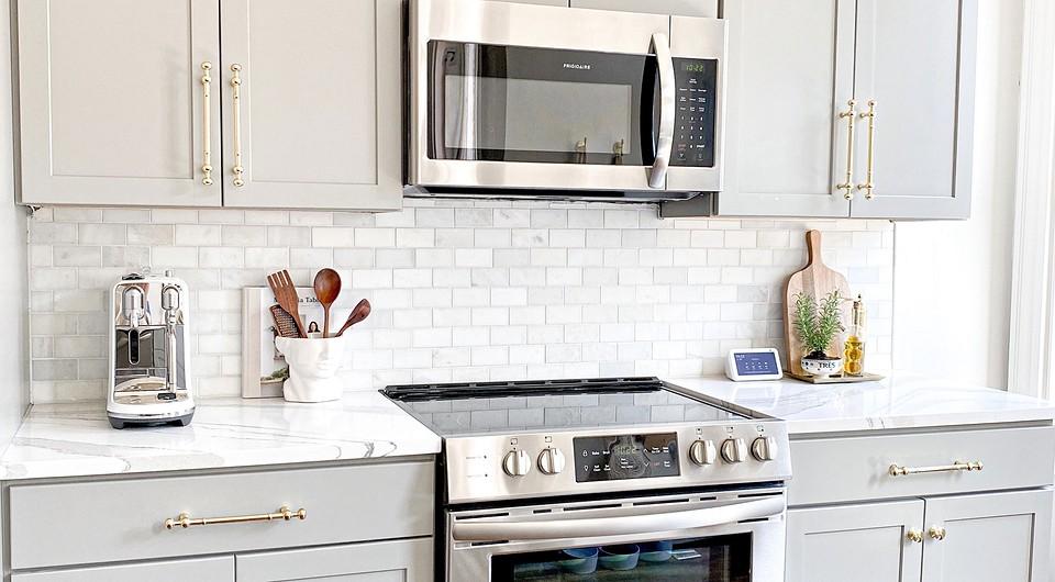 Это не лишнее: 8 вещей, которые только украсят столешницу на кухне