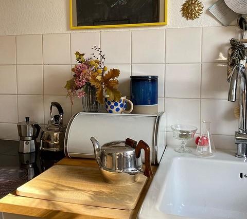Подберите посуду, которая не то...