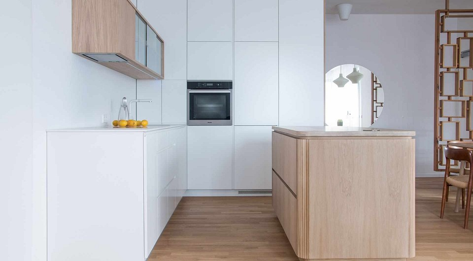 Дизайн кухни без ручек (51 фото)