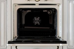 Какую посуду можно ставить в духовку и не испортить ее