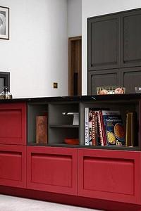 Интерьер для смелых: 70 фото чёрно-красных кухонь