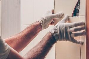 Как снять плитку со стен: подробный гид