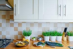 Как покрасить плитку на кухне: подробная инструкция