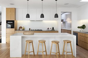 Лайфхак: 5 способов скрыть некрасивую трубу от вытяжки на кухне