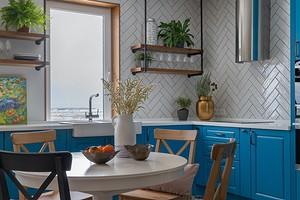 Как декорировать открытые полки на кухне: 6 красивых идей