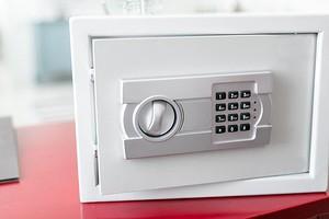 Как выбрать сейф для дома: 5 важных критериев