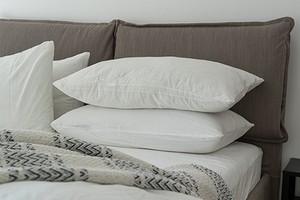 6 компактных и красивых идей для хранения постельного белья