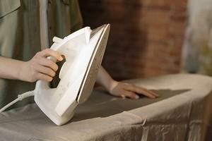 Как почистить утюг от пригара: 10 проверенных способов