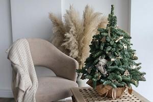 Как найти место для елки в маленькой квартире: 6 решений для владельцев