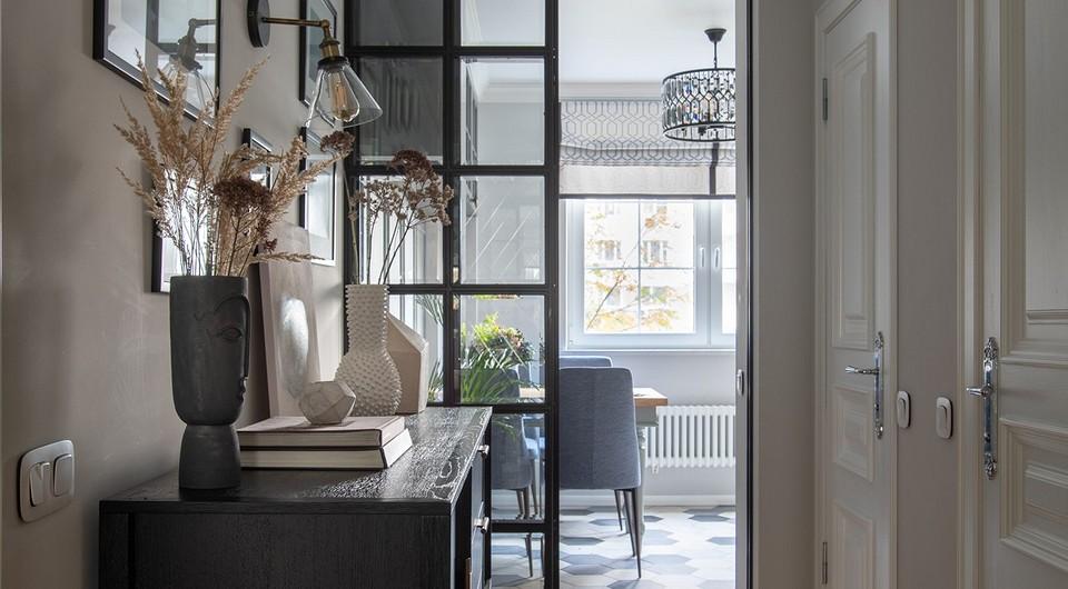 Интерьер двухкомнатной квартиры без гостиной с французским настроением