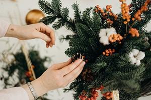 8 красивых новогодних букетов, которые могут заменить елку