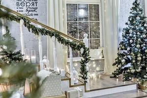 Как и куда повесить гирлянду дома на Новый год
