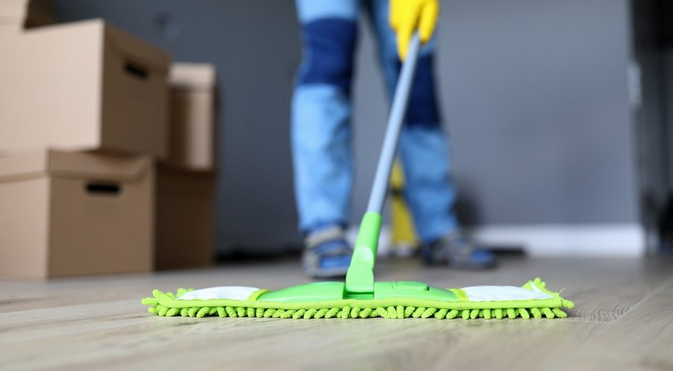 8 предметов и средств, которые понадобятся для самостоятельной уборки квартиры после ремонта