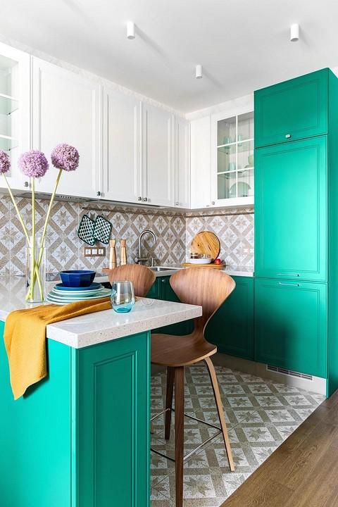 Цветные шкафы скомбинированы &#...