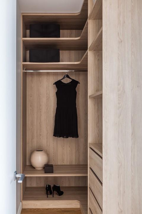 При спальне — отдельная гардер&...