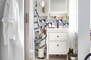 Что и как хранить на полках в ванной комнате, чтобы они всегда выглядели чистыми: 7 советов