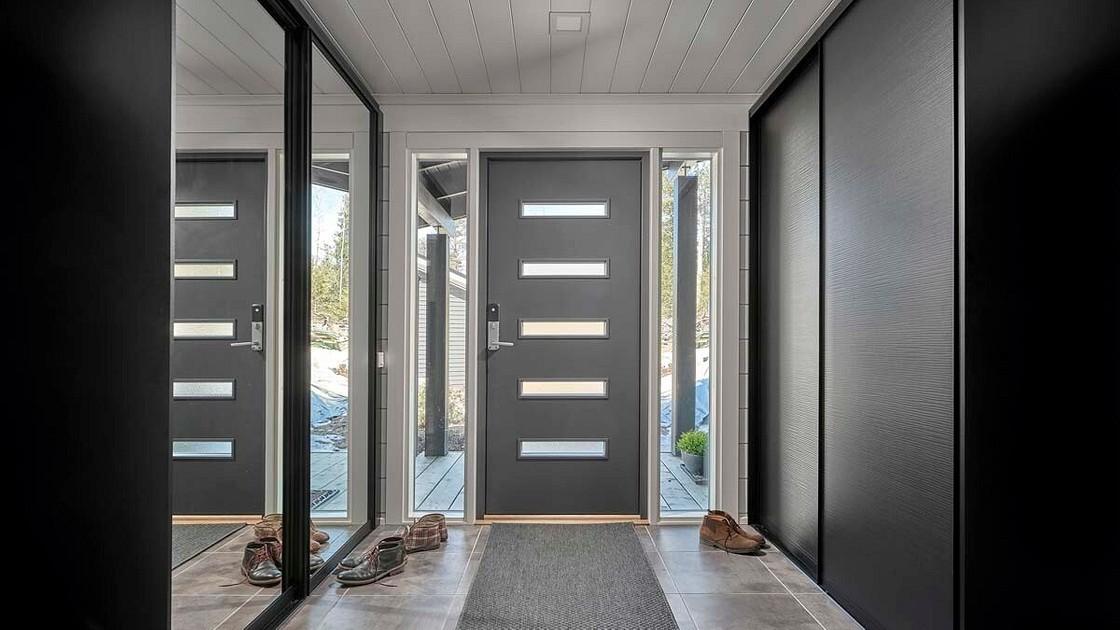 Как и чем утеплить входную дверь в частном доме и квартире