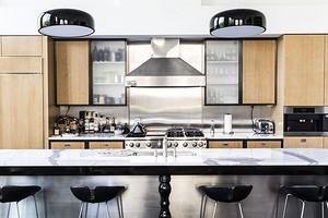 4 распространенных ошибки в освещении кухни, которые портят интерьер (и как их избежать)