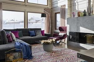 Уютный интерьер в стиле хюгге: дом в Подмосковье из клеёного бруса
