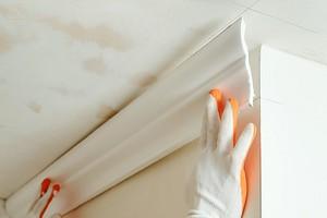 Как резать углы потолочного плинтуса: советы и подробный план