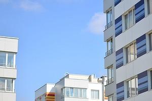 Как застеклить балкон своими руками и не нарушить закон