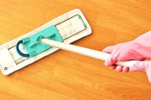 Как очистить линолеум от въевшейся грязи: обзор эффективных средств и методик