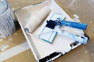 Как быстро смыть побелку с потолка: 4 лучших способа