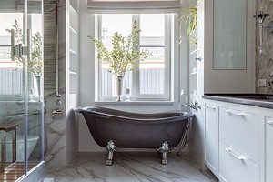 Два в одном: как оформить дизайн ванной комнаты с душевой кабиной и ванной