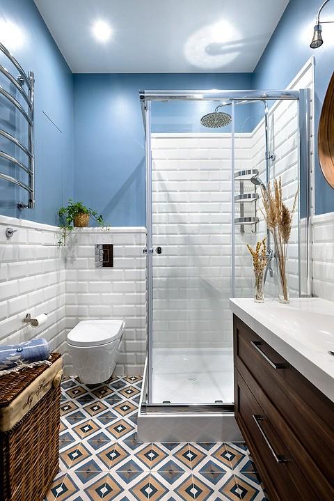Контрастная отделка ванной ко&#...