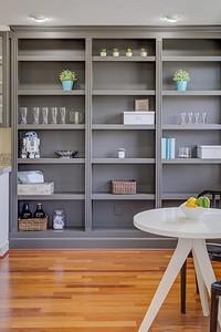 7 вещей, которые лучше не хранить в кухонных шкафах (или делать это правильно)