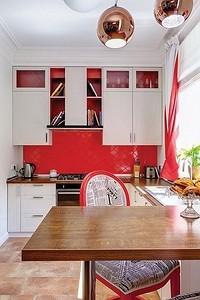 Как оформить дизайн красно-белой кухни: актуальные советы и антипримеры