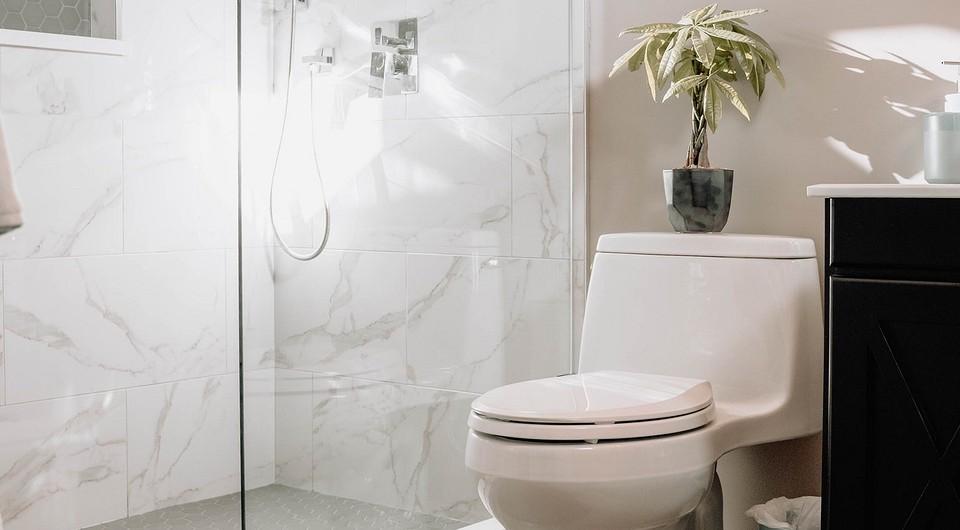 11 вещей, которые никогда не нужно смывать в канализацию, если вы не хотите бороться с засорами