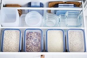 Полный порядок: 6 умных идей для хранения контейнеров для еды в кухонных шкафах